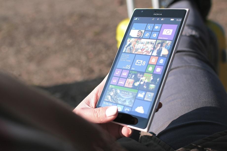 jeune-femme-et-smartphone