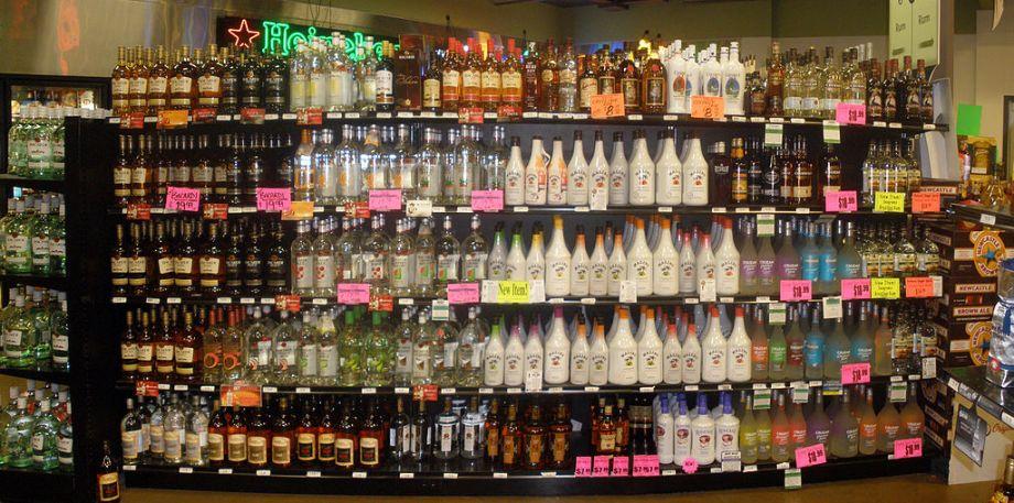 1024px-rum_display_in_liquor_store