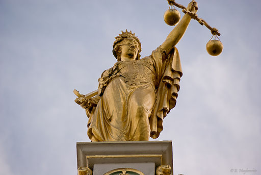 512px-golden_lady_justice_bruges_belgium_6204837462