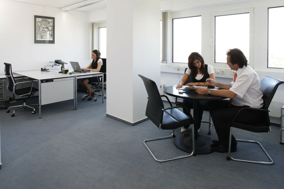 office-170639_1280
