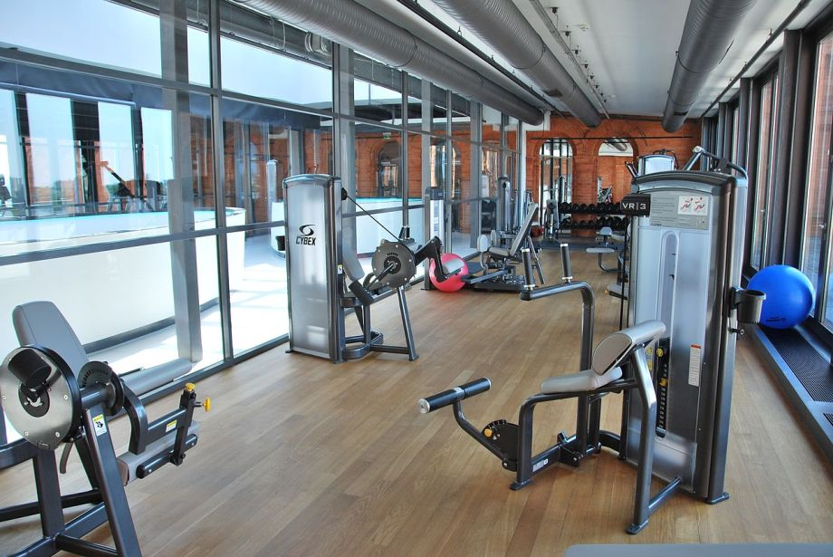 1280px-gym_in_andels_hotel_lodz