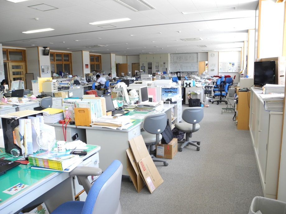 yashima_junior_high_school_staff_room_1